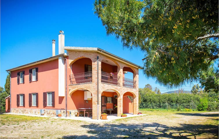 Holiday cottage with 5 bedrooms on 200m² in Magliano in Toscana