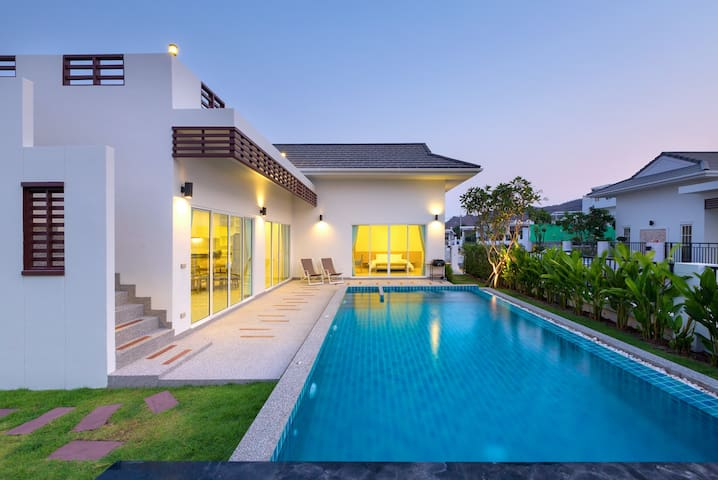 Stunning 3 Bedroom Private Pool Villa