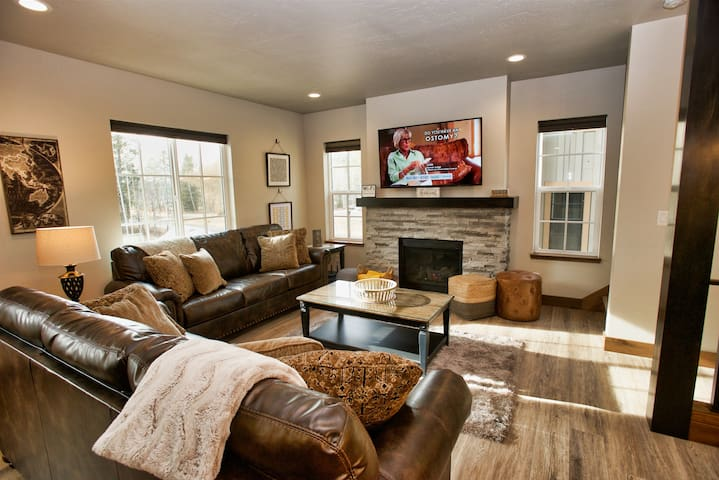 Suite Retreat - Downtown McCall, Walk to Payette Lake, Beaches, Shopping, and Restaurants