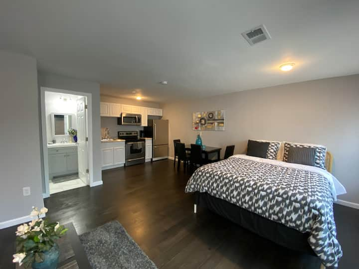 Entire private Guest house long term discounts