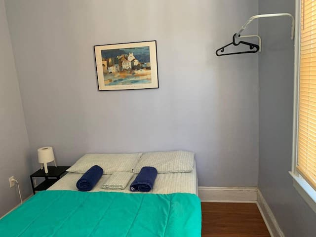 Great 2 rooms in 1 with parking close to Manhattan