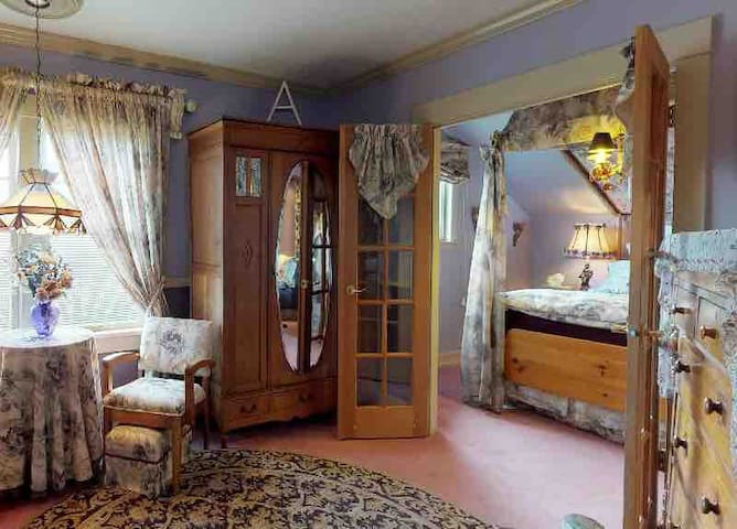 Clair's Boutique Hotel by Elevate-  Amethyst Suite