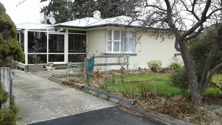 18 Knowles Crescent 1