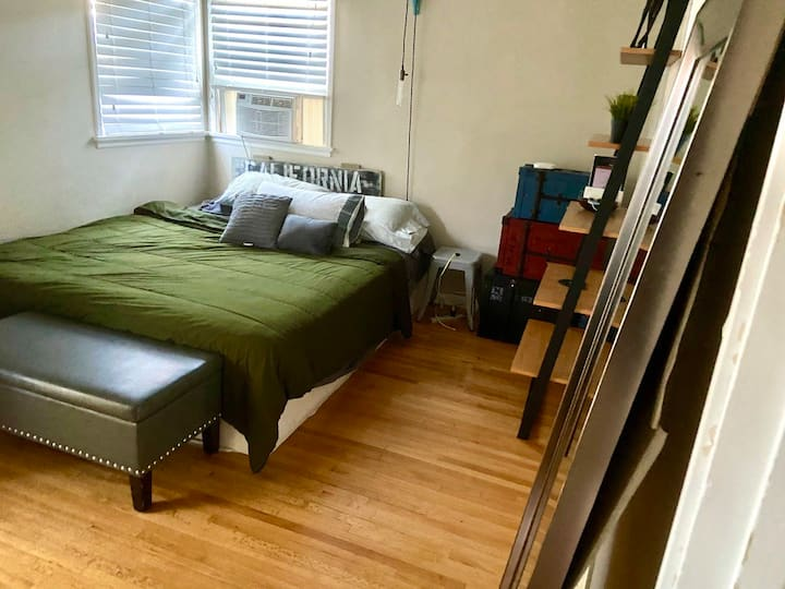 Large Private Bedroom in Quiet Culver City House