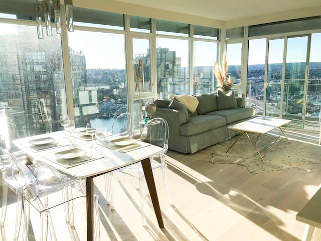 Luxury Ocean View Sky-Suite in Yaletown w/ Parking
