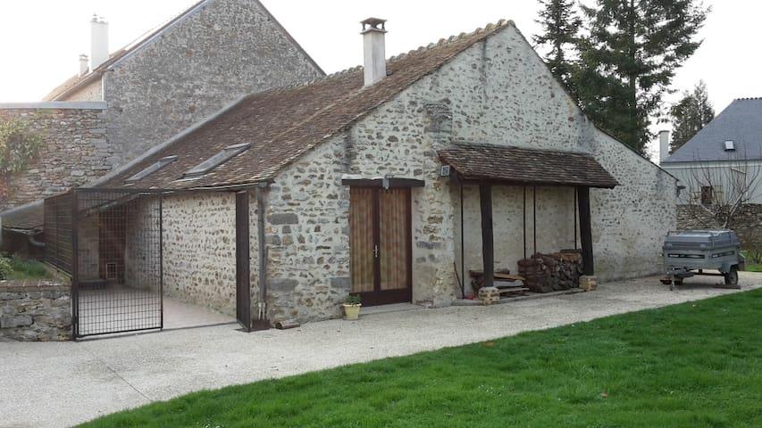 Petite maison à la campagne, proche de Paris