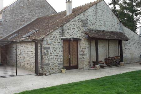 Petite maison à la campagne, proche de Paris - Boissy-le-Sec - Huis
