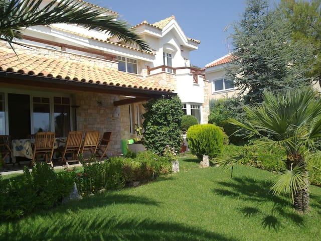 Mediterranean Villa / Nea Makri