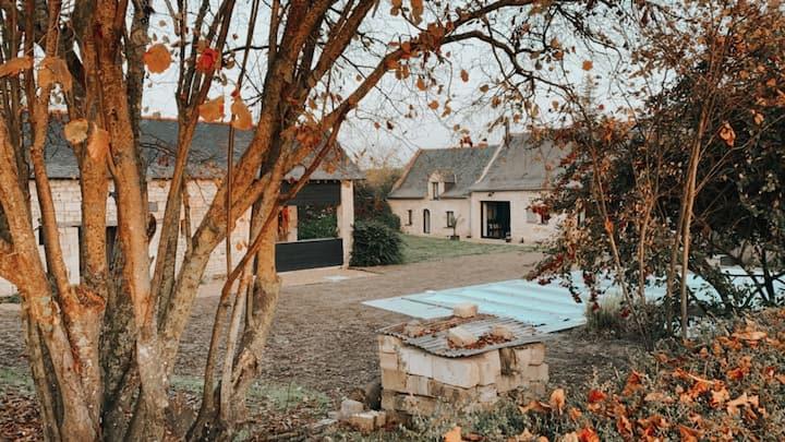 Grange angevine, et son jardin, piscine , cheminée
