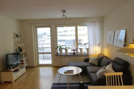 Stylish apartment 10min from city - Stockholm - Leilighet