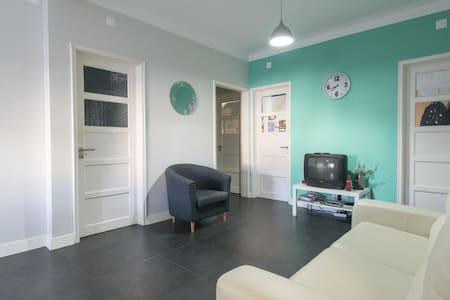 Private room, Lisbon, university city - Lisboa - Lejlighed
