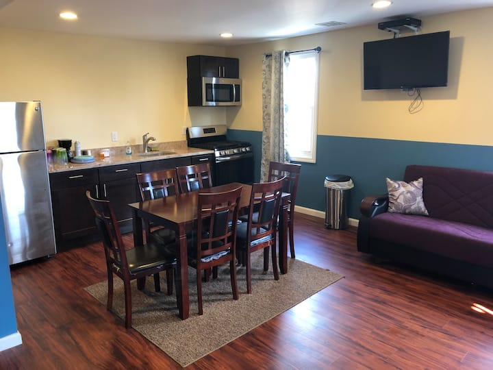 Newly Renovated 2 Bedroom Apt Unit 2