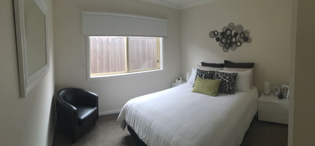 Modern & Comfortable - Warrnambool