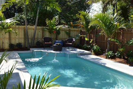 Stylish One-Bedroom w/Heated Pool Near Downtown Ft. Lauderdale and the Beach - フォートローダーデール - 別荘