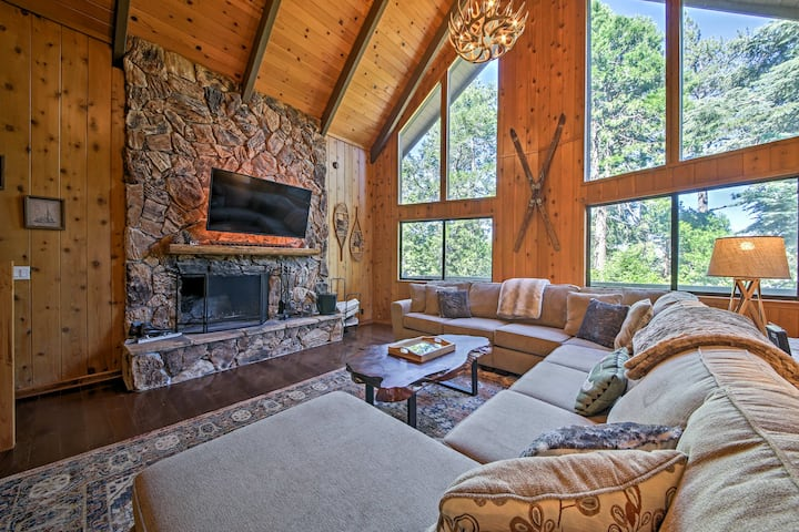 Lake Arrowhead Mtn. House w/ Deck & Hot Tub!