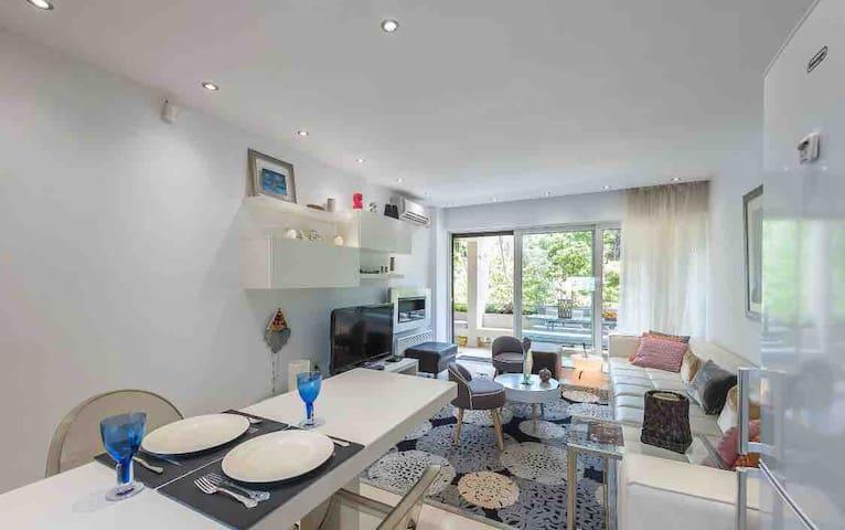 Modern Apartment in Vouliagmeni