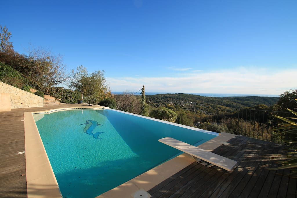 Large infinity pool with diving board