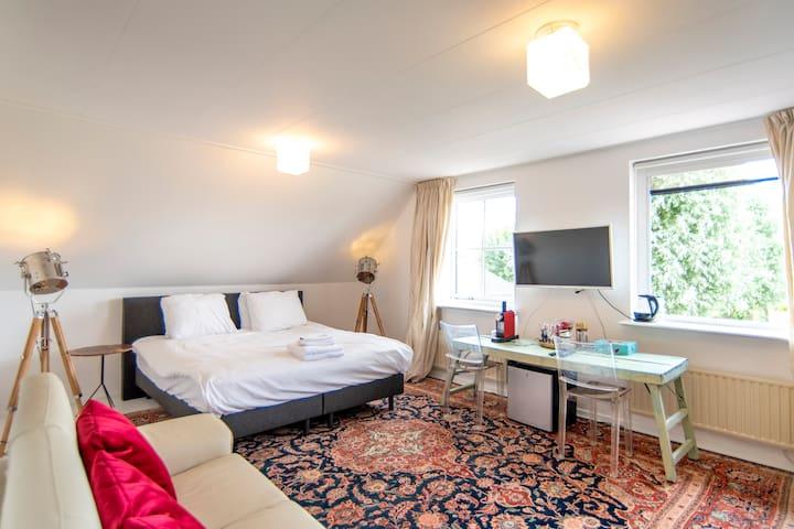 B&B in luxury Estate, 15 min Amsterdam center