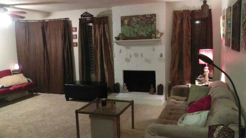 Clean, quiet, & homey oasis in the heart of dfw