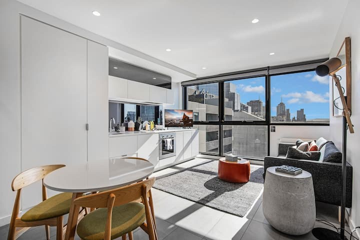 Downtown 1-Bedroom Suite with Fantastic City Views