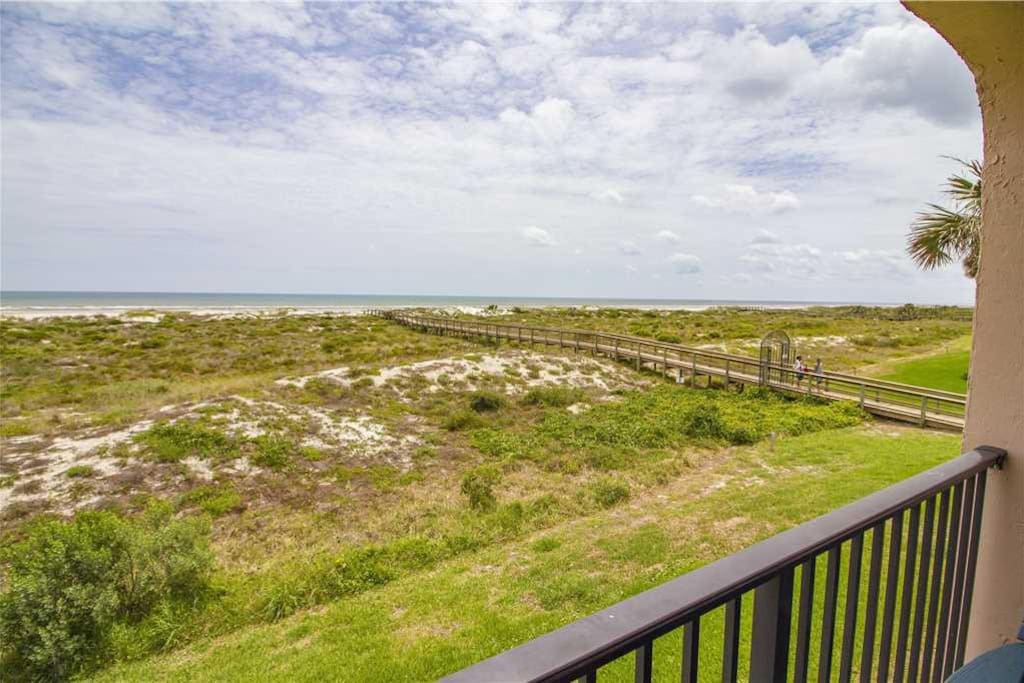 Live the Life at Sea Place 11209 - Fine white sands, rolling waves, and a seemingly endless sky, the beach is ideal for swimming,