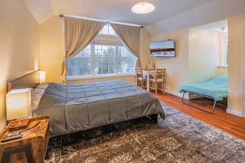 Guest Suite w/Mtn Views - 3min from Santas Village