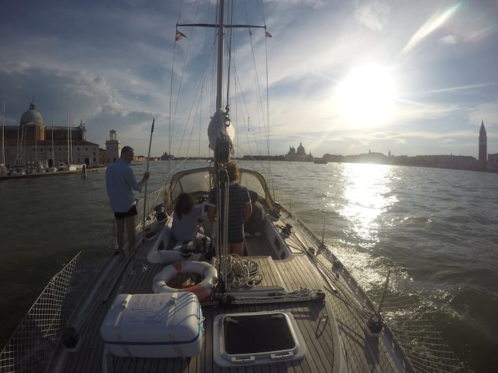 Your private bedroom in a sailing yacht in Venice