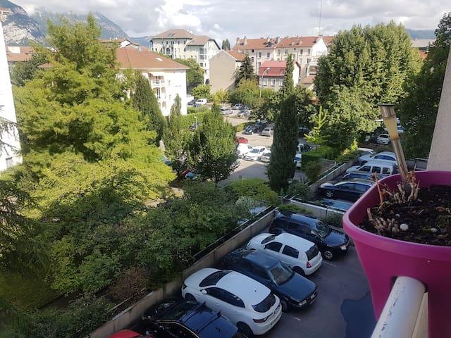 Proche Grenoble et au pied du Vercors!