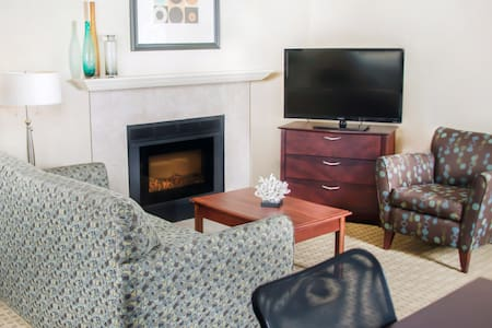 Awesome Value! Spacious King Studio for 4 + Free Breakfast