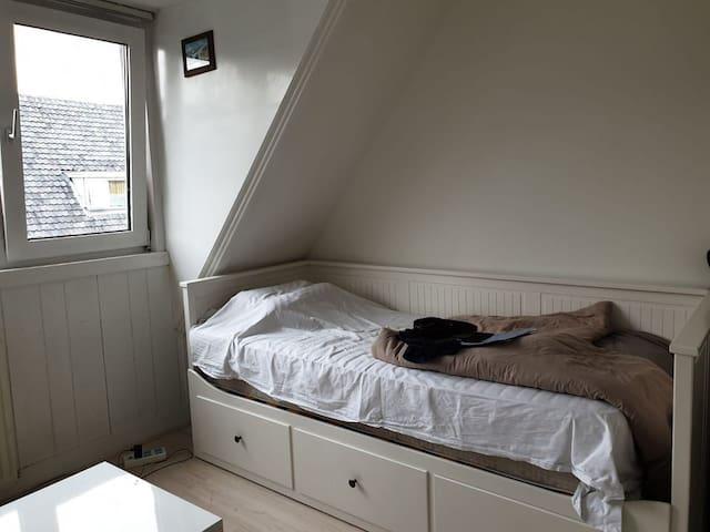 Comfy South Room in Nice Neighbourhood