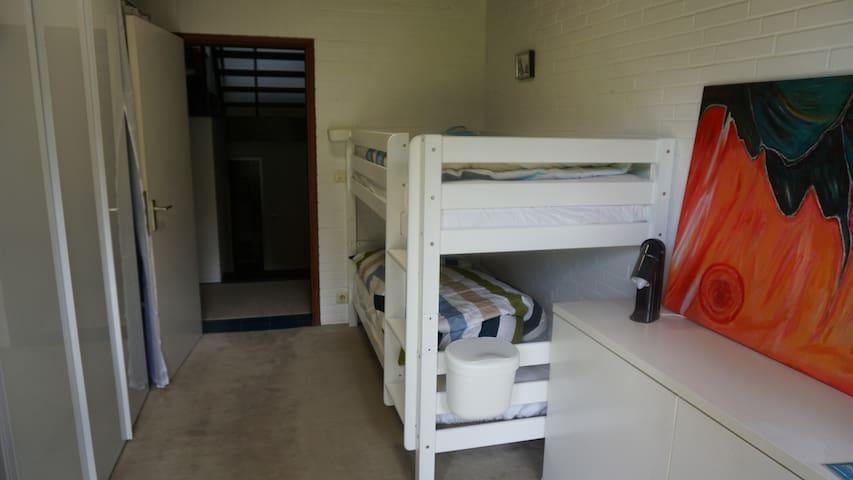 Jugendzimmer mit Etagenbett (auch für Erwachsene geeignet)