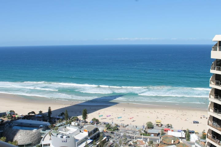 Brilliant Double Deluxe Double Bed At Surfers Paradise