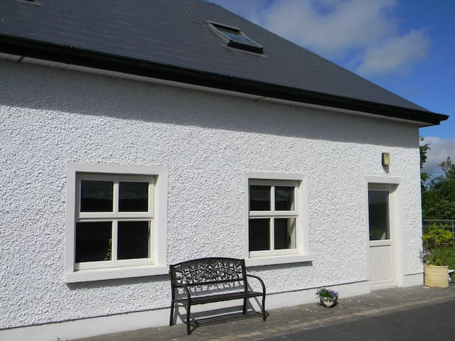 Holiday home/apartment - Galway - Lomamökki