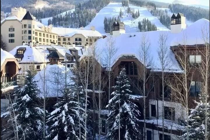 Luxurious Ski in/out Pool & Spa Hyatt 2br 2bth