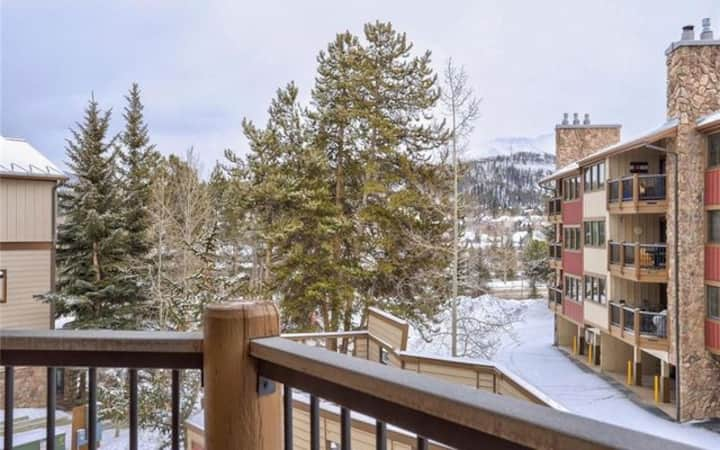 NEW LISTING! Ski In, Hot Tub On-Site, Updated!