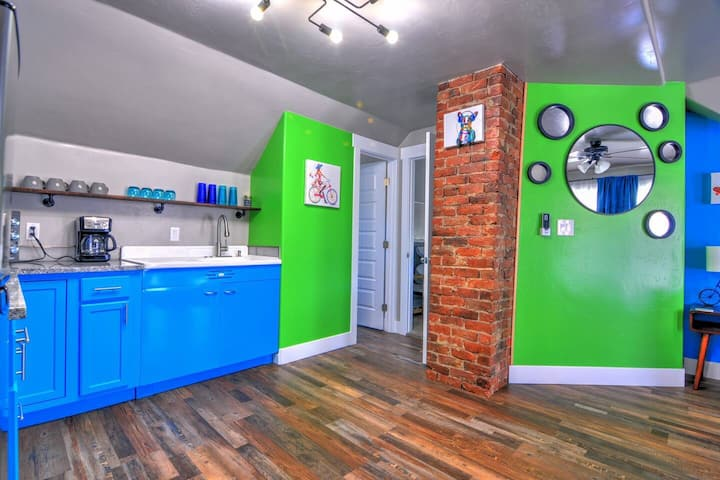 Funky Fresh Downtown Fruita Apartment @ MoJoe Inn