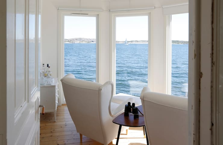 Beautiful island house at sea. - Öckerö