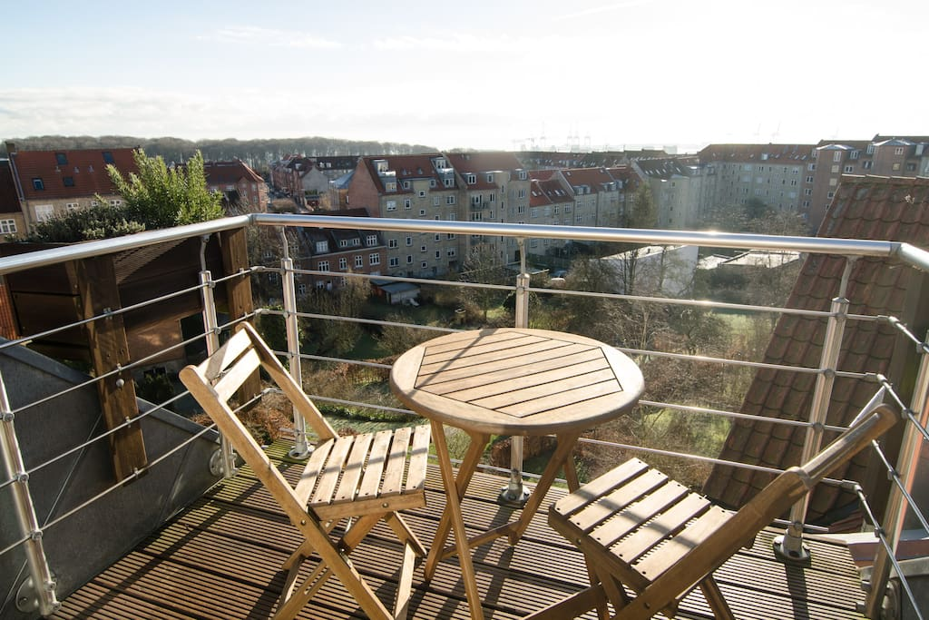 Enjoy the sun, from morning to evening on the fantastic balcony overlooking the forest, sea and city
