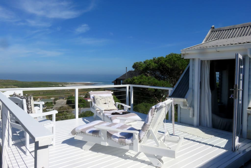 New addition to Hilltop House - Stargazing or sunbathing - perfect day and night!Upstairs Queen Bedroom En Suite Deck! Magical panorama  views!