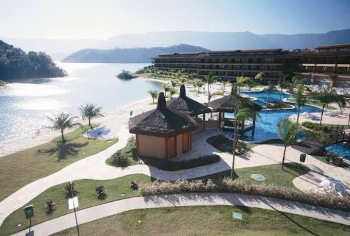 Apto condomínio fechado, praia e piscina de resort