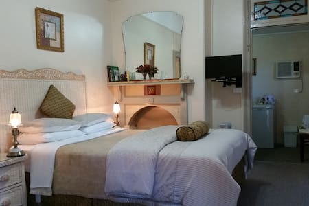 Queen Victoria Suite - Boutique Motel Sefton House - Tumut - Konukevi