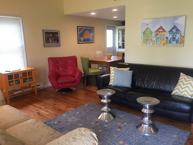 Wonderfully Updated In-Town Home, Central AC - Edgartown - House