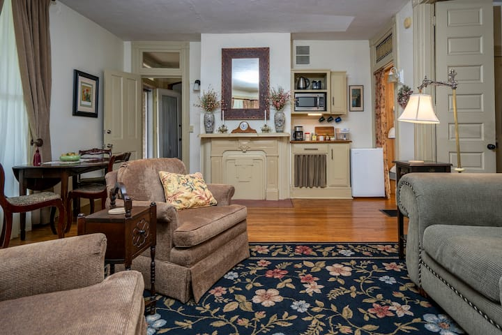 2 Bedroom Suite Near MU - $150 and Up