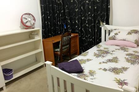 5. King Single, clean sunny bedroom - Clayton South - บ้าน