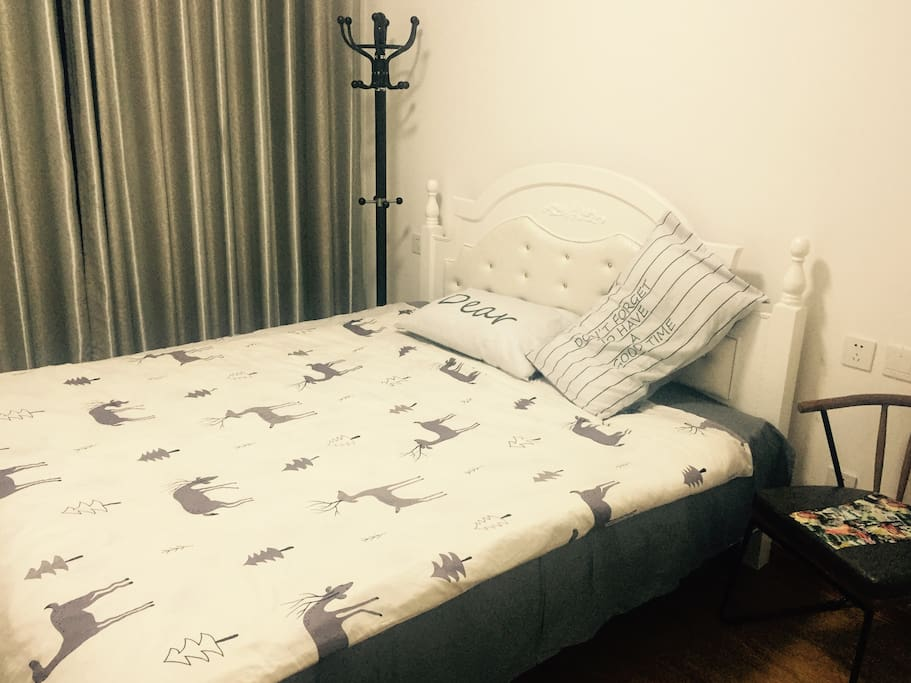 舒适的大床(1.8乘2.0米)