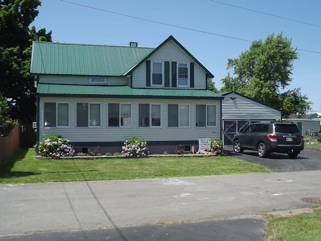 Amazing Cottage Lake and Water View - Sodus Point - Huis