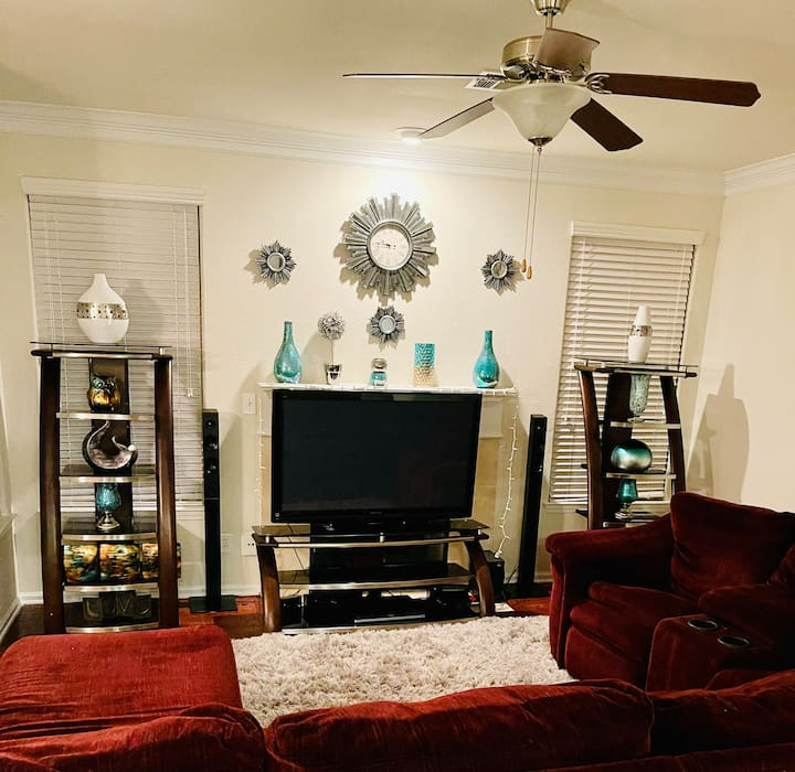 The Queendom- 3 bedroom luxury apartment