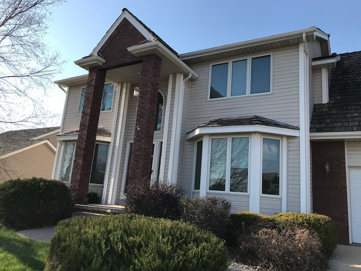 Golf Course House- 10 min to all Berkshire Events,