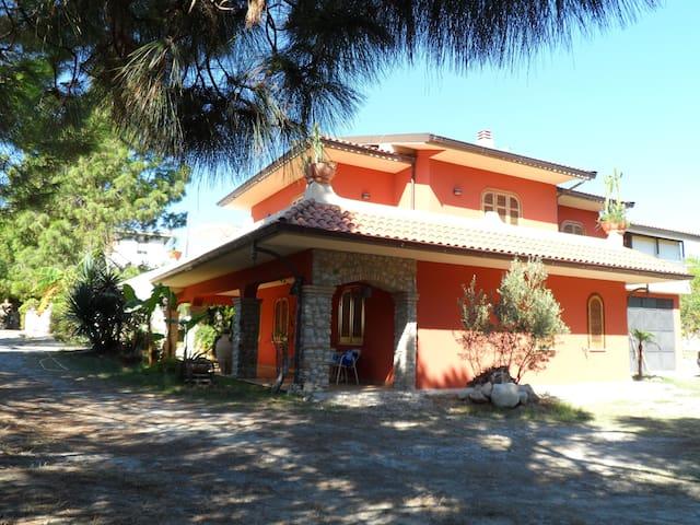 Appartamento in villa - Roccella Ionica