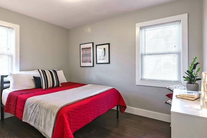 Bedroom 2- Tuft and Needle Queen bed